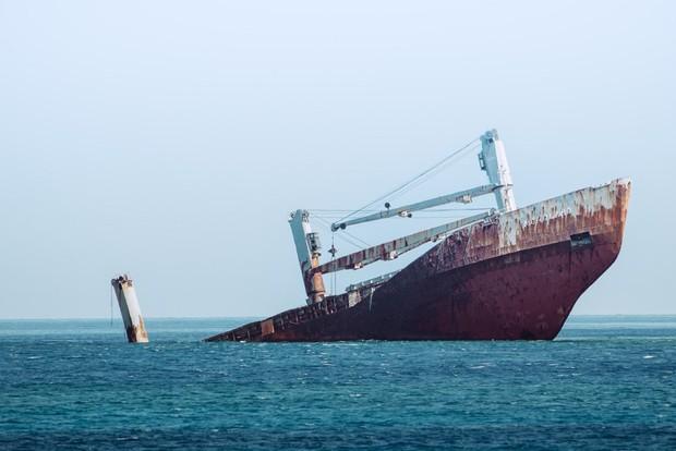 Lật tàu thủy tại Indonesia, nhiều hành khách thiệt mạng và mất tích - Ảnh 1.