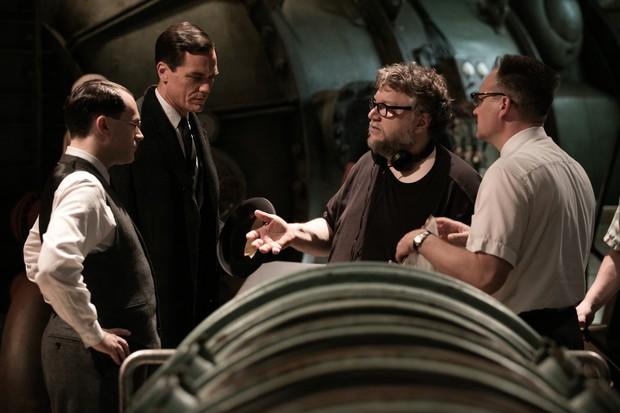 Chán làm chàng thơ hậu li dị vợ, Bradley Cooper đi lừa đảo trong phim kinh dị remake Nightmare Alley - Ảnh 2.