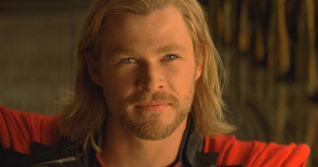 Ngạc nhiên chưa? Trước khi làm Thor salad, Chris Hemsworth từng dọn dẹp máy bơm ngực cho chị em - Ảnh 4.