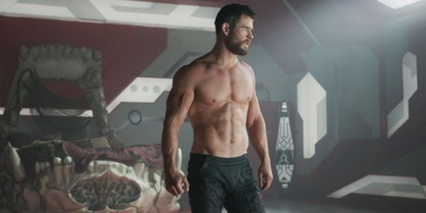 Ngạc nhiên chưa? Trước khi làm Thor salad, Chris Hemsworth từng dọn dẹp máy bơm ngực cho chị em - Ảnh 6.