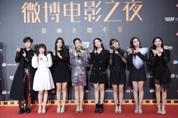 Thảm đỏ Weibo: Kim Kardarshian Trung Quốc o ép vòng 1 bức thở bên Thư Kỳ, Dương Siêu Việt khoe nhan sắc không tì vết - Ảnh 6.