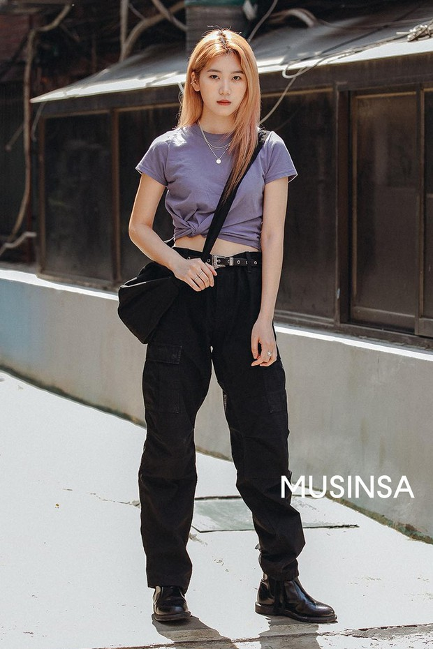 Street style giới trẻ Hàn tuần qua: đại hội áo phông nhưng chẳng ai mix đụng ai, khuyến mại thêm loạt gợi ý mix đồ mát quên sầu - Ảnh 6.