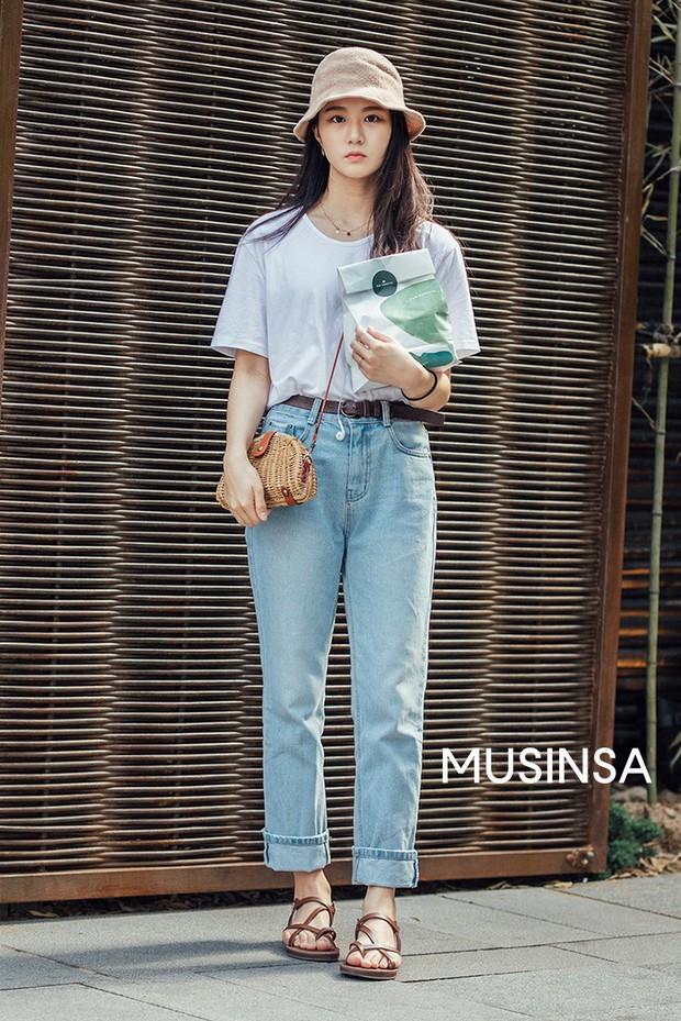Street style giới trẻ Hàn tuần qua: đại hội áo phông nhưng chẳng ai mix đụng ai, khuyến mại thêm loạt gợi ý mix đồ mát quên sầu - Ảnh 7.