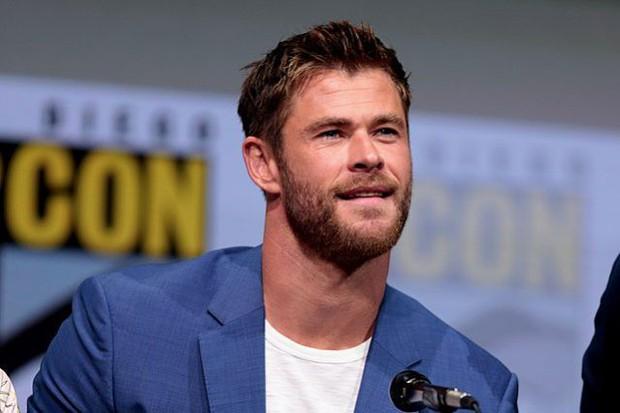 Ngạc nhiên chưa? Trước khi làm Thor salad, Chris Hemsworth từng dọn dẹp máy bơm ngực cho chị em - Ảnh 2.