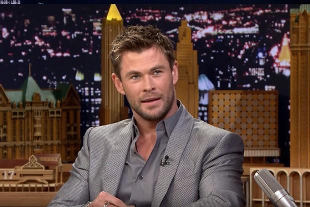 Ngạc nhiên chưa? Trước khi làm Thor salad, Chris Hemsworth từng dọn dẹp máy bơm ngực cho chị em - Ảnh 1.