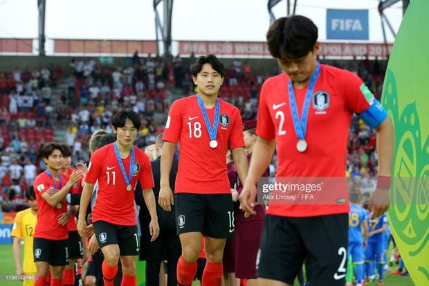 Đội bóng quê hương HLV Park Hang-seo ôm nhau khóc nấc khi thua ngược ở chung kết đấu trường World Cup - Ảnh 13.
