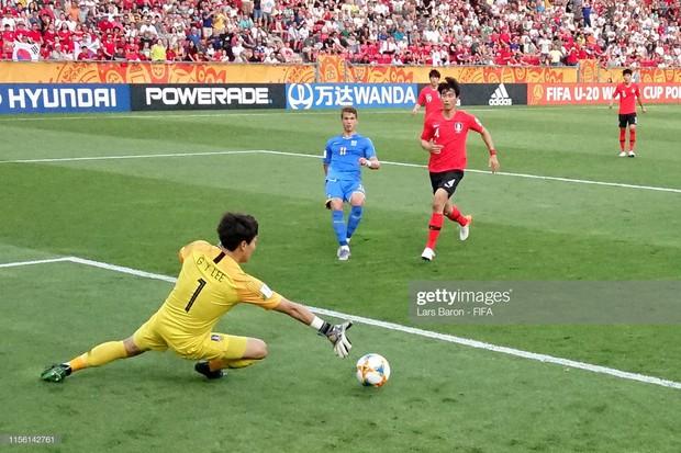 Đội bóng quê hương HLV Park Hang-seo ôm nhau khóc nấc khi thua ngược ở chung kết đấu trường World Cup - Ảnh 6.
