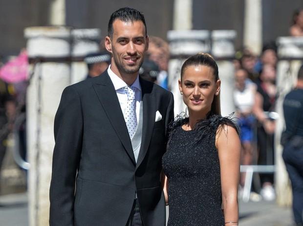 Thần thái vợ chồng Beckham áp đảo toàn bộ khách mời đến dự đám cưới xa hoa của đội trưởng Real Madrid - Ảnh 10.