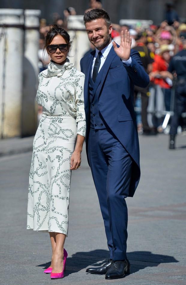 Thần thái vợ chồng Beckham áp đảo toàn bộ khách mời đến dự đám cưới xa hoa của đội trưởng Real Madrid - Ảnh 3.