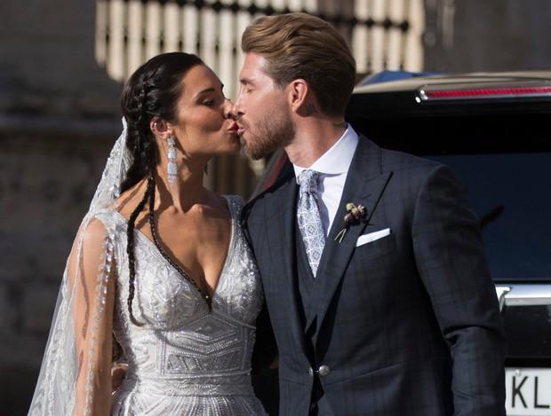 Thần thái vợ chồng Beckham áp đảo toàn bộ khách mời đến dự đám cưới xa hoa của đội trưởng Real Madrid - Ảnh 2.