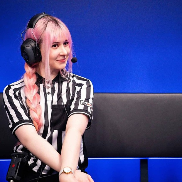 Ngẩn ngơ trước nhan sắc thiên thần của Yuli - Nữ trọng tài hot nhất LEC, fan cuồng Black Pink - Ảnh 1.