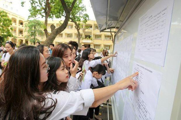 Thừa điểm cả 2 nguyện vọng vào lớp 10 ở Hà Nội, thí sinh đăng ký thế nào? - Ảnh 1.
