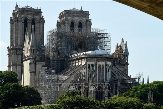 Thánh lễ đầu tiên tại Nhà thờ Đức bà Paris sau vụ hỏa hoạn kinh hoàng - Ảnh 1.