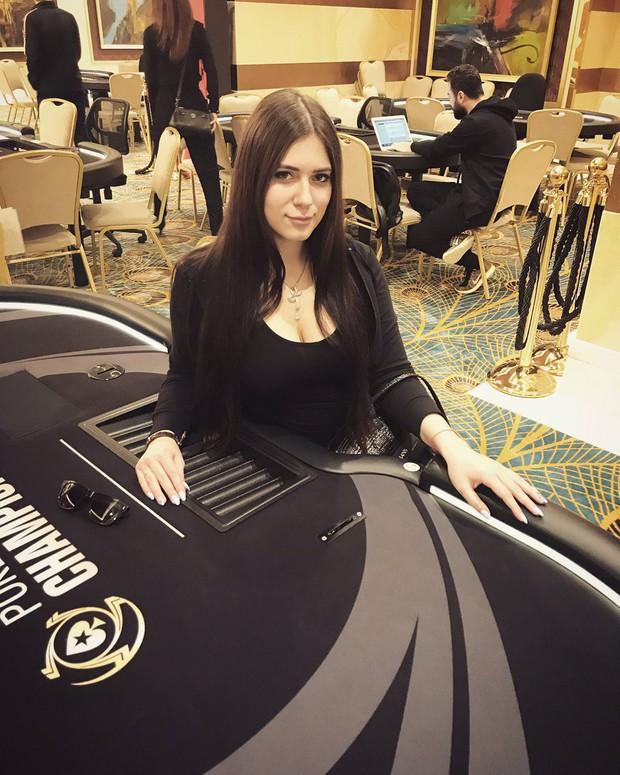 Nga: Cựu nữ game thủ Dota2 xinh đẹp chết bí ẩn trong tình trạng khoả thân - Ảnh 4.