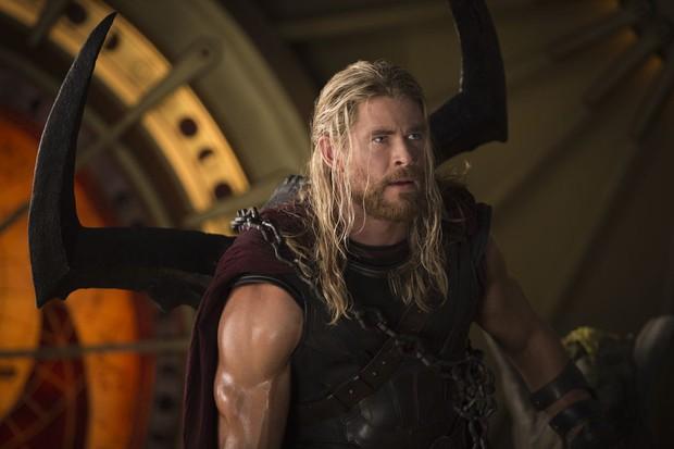 Ngạc nhiên chưa? Trước khi làm Thor salad, Chris Hemsworth từng dọn dẹp máy bơm ngực cho chị em - Ảnh 5.