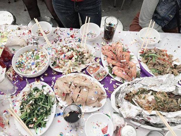 Cả lớp đang ăn liên hoan vui vẻ thì phải ngừng lại, bỏ hết thức ăn vì lỗi ngu ngốc của đứa bắn pháo hoa giấy - Ảnh 3.