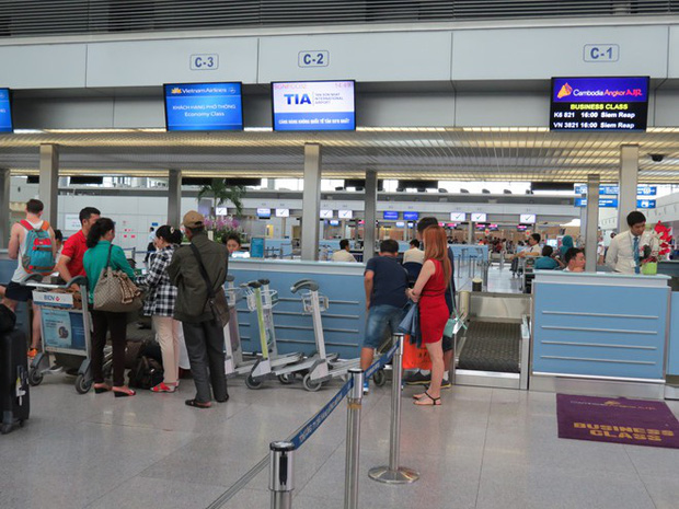 Sân bay Tân Sơn Nhất sắp chính thức ngưng sử dụng loa phát thanh để thông báo. Mách bạn một vài tips hay ho làm quen với điều này để không bị trễ giờ bay nhé - Ảnh 5.