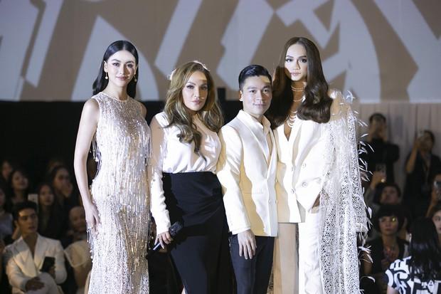 Tạm gác ồn ào nợ 3 tỷ đồng, Hoa hậu Trái đất Phương Khánh phô trương đường cong vệ nữ tại show của Adrian Anh Tuấn - Ảnh 5.