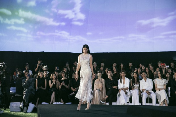 Tạm gác ồn ào nợ 3 tỷ đồng, Hoa hậu Trái đất Phương Khánh phô trương đường cong vệ nữ tại show của Adrian Anh Tuấn - Ảnh 3.
