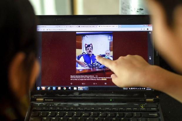 Livestream họp báo mà quên tắt filter mèo cute, quan chức Pakistan gây xôn xao MXH quốc tế - Ảnh 2.