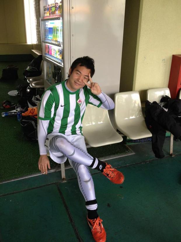 Con trai thầy Park bật mí chuyện suýt trở thành cầu thủ, đố vui fan tìm ảnh thời còn xách giày ra sân của mình - Ảnh 1.