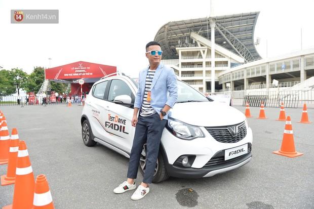 """Bảo Thanh, Quốc Trường cùng nhiều người nổi tiếng thích thú chạy thử VinFast Fadil: """"Dòng xe đơn giản, giá cả yêu thương"""" - Ảnh 8."""