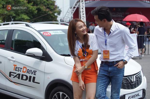 """Bảo Thanh, Quốc Trường cùng nhiều người nổi tiếng thích thú chạy thử VinFast Fadil: """"Dòng xe đơn giản, giá cả yêu thương"""" - Ảnh 12."""
