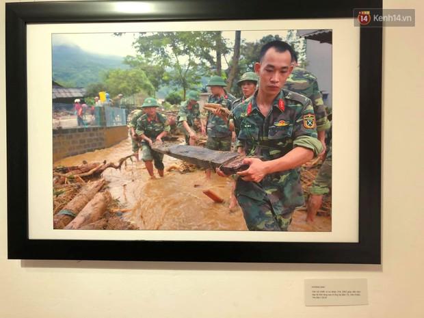 Triển lãm gần 100 bức ảnh ấn tượng của CLB phóng viên ảnh Hà Nội chào mừng 94 năm ngày báo chí cách mạng Việt Nam - Ảnh 4.