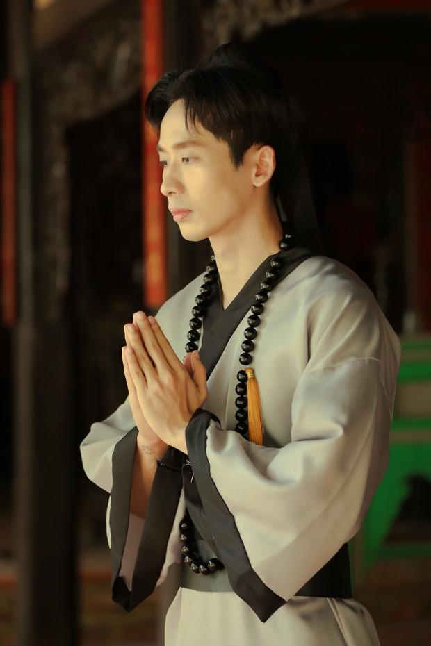 Nhân tình của Hari Won gia nhập CLB Độ Ta Không Độ Nàng, làm cao tăng nhưng chưa buồn cạo tóc - Ảnh 7.