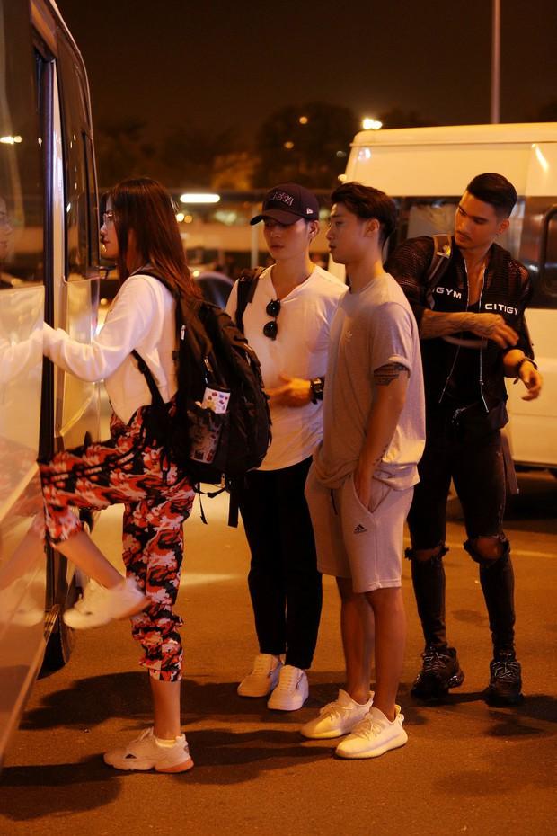 Cuộc đua kỳ thú 2019: Những hình ảnh đầu tiên được hé lộ, Kỳ Duyên - Minh Triệu diện đồ đôi, nắm tay không rời - Ảnh 4.