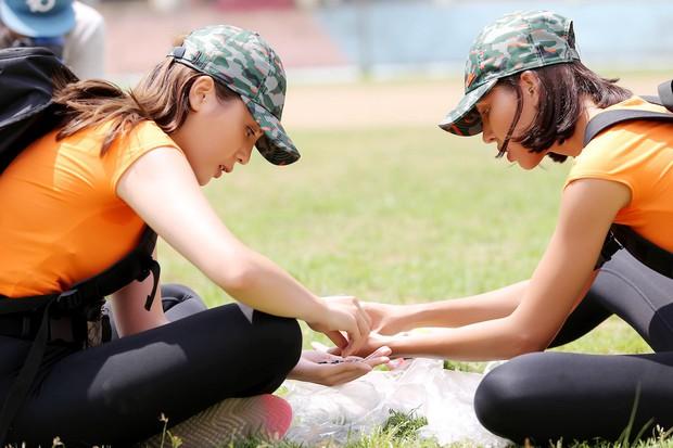 Cuộc đua kỳ thú 2019: Những hình ảnh đầu tiên được hé lộ, Kỳ Duyên - Minh Triệu diện đồ đôi, nắm tay không rời - Ảnh 11.