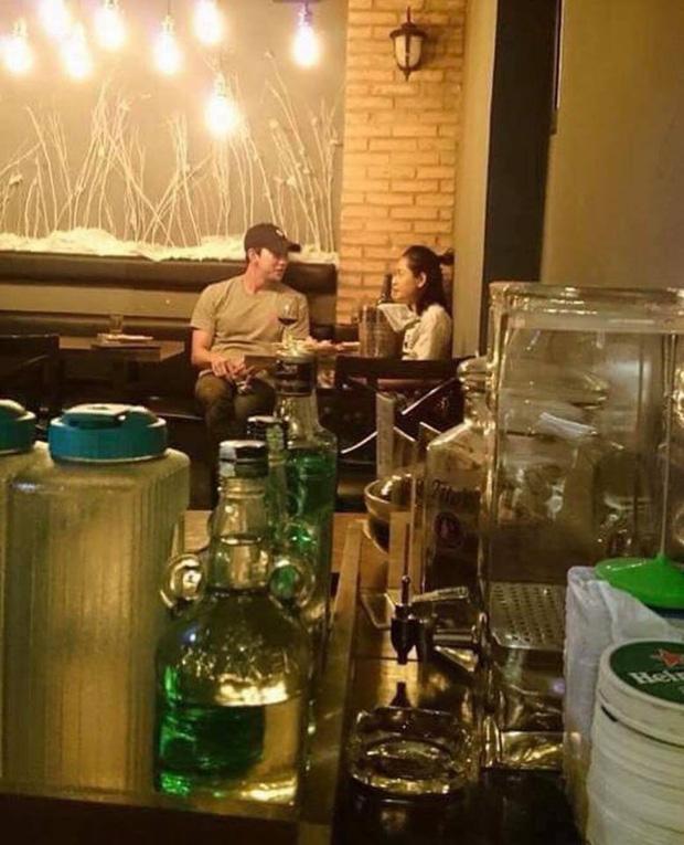 Các cặp đôi Vbiz và Kbiz hẹn hò qua ống kính paparazzi: Sao Việt quá bạo, sao Hàn lại trang bị quá bài bản, khôn khéo - Ảnh 15.