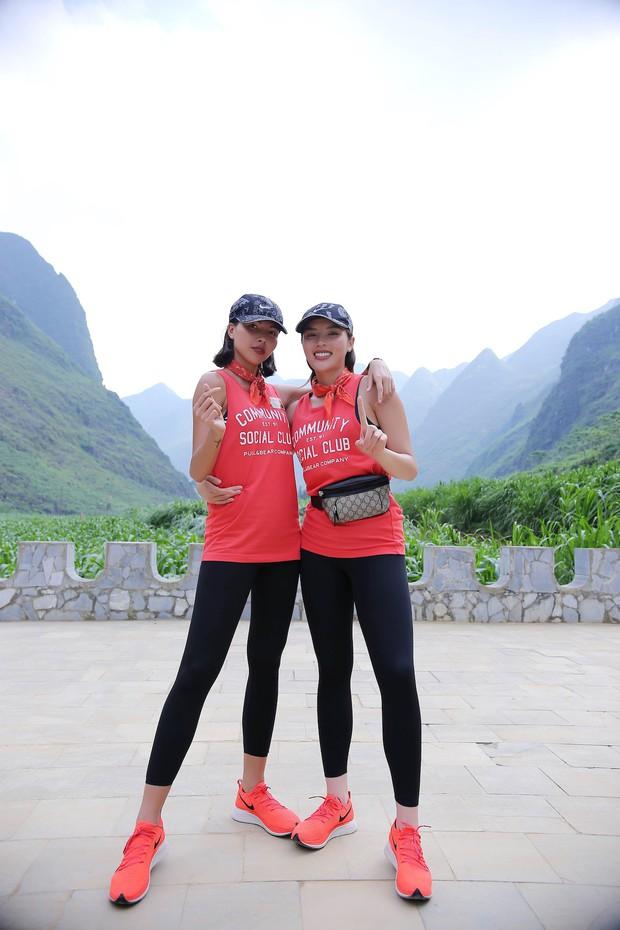 Cuộc đua kỳ thú 2019: Những hình ảnh đầu tiên được hé lộ, Kỳ Duyên - Minh Triệu diện đồ đôi, nắm tay không rời - Ảnh 6.