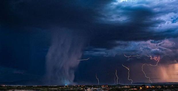 """Sự thật về quả """"bom mưa"""" siêu to khổng lồ trông như sắp tận thế xuất hiện tại một tọa độ du lịch ở Áo - Ảnh 4."""