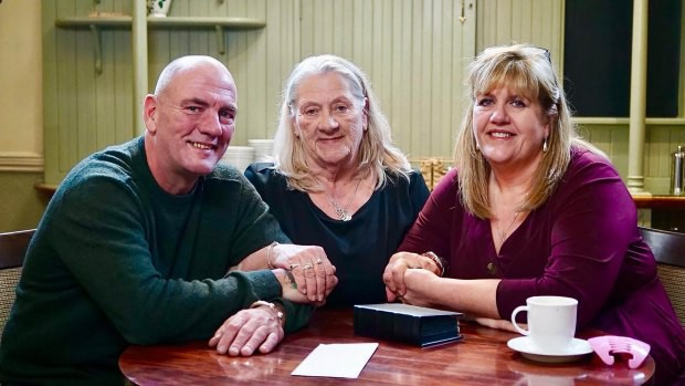 Dù bị mẹ chia cắt từ nhỏ, chị gái vẫn gặp lại em trai đầy cảm động sau 30 năm tìm kiếm - Ảnh 4.
