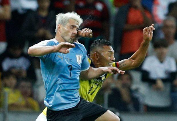 Trọng tài bẻ còi sau khi xem lại pha đánh yêu khiến đối phương đầm đìa máu tại Copa America 2019 - Ảnh 1.