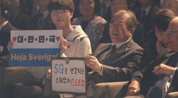Tổng thống Hàn Quốc thích thú sau khi theo dõi trận đấu LMHT: Thật đáng kinh ngạc, giờ thì tôi đã biết vì sao thế giới lại yêu thích Esports đến vậy - Ảnh 1.