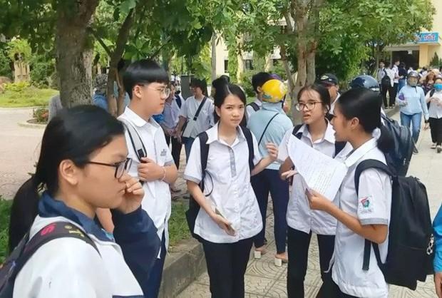 Quảng Bình: Đề nghị kỷ luật 2 cán bộ coi thi ký nhầm trên 24 bài thi của thí sinh - Ảnh 2.