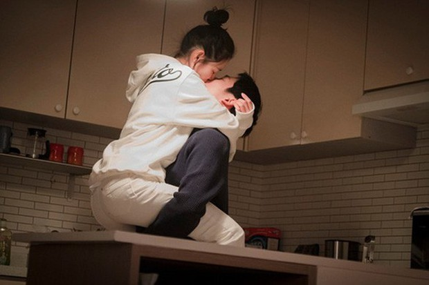 Mỹ Tâm và Son Ye Jin: Hai chị đại không ngại yêu trai nhỏ tuổi, bạn đoán xem cơm chị nào mua ngon hơn? - Ảnh 11.