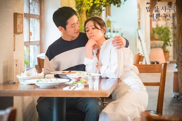 Mỹ Tâm và Son Ye Jin: Hai chị đại không ngại yêu trai nhỏ tuổi, bạn đoán xem cơm chị nào mua ngon hơn? - Ảnh 4.