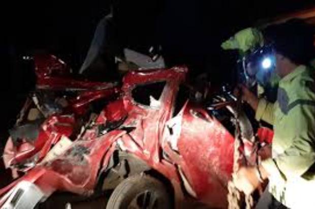 Hành khách giằng tay lái của tài xế gây tai nạn liên hoàn, 12 người thiệt mạng - Ảnh 1.