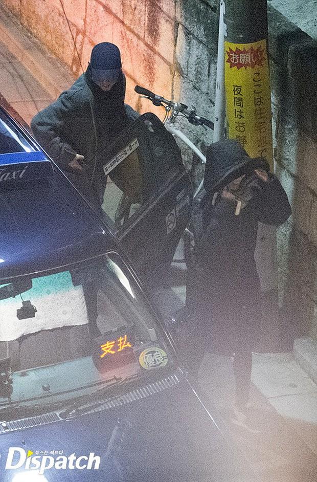 Các cặp đôi Vbiz và Kbiz hẹn hò qua ống kính paparazzi: Sao Việt quá bạo, sao Hàn lại trang bị quá bài bản, khôn khéo - Ảnh 21.