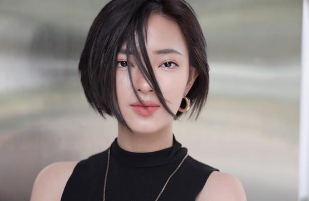 Cắt kiểu tóc chất chơi này xong, Châu Bùi đã khởi xướng ngay một hot trend mang tên tóc Châu Bùi - Ảnh 1.