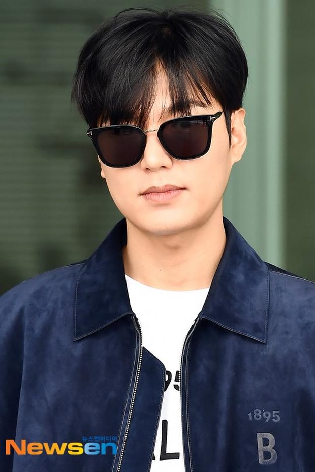 Lee Min Ho ra sân bay thôi mà quá sức bảnh bao, nhưng không giấu nổi sự tăng cân và bờ môi khô nứt nẻ - Ảnh 4.