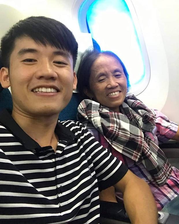 Bà Tân vê - lốc đăng ảnh lần đầu được đi máy bay nhưng phần caption hiểu được chết liền mới là cái khiến dân mạng chú ý - Ảnh 1.