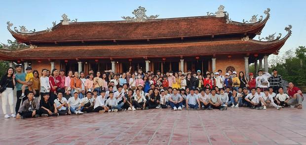 Giáo viên trường nhà người ta: Tổ chức cho toàn bộ học sinh khối 12 lên chùa cầu nguyện trước khi thi THPT Quốc gia - Ảnh 2.