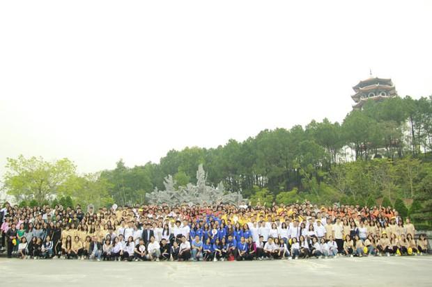 Giáo viên trường nhà người ta: Tổ chức cho toàn bộ học sinh khối 12 lên chùa cầu nguyện trước khi thi THPT Quốc gia - Ảnh 4.