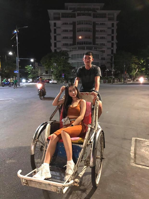 Dân mạng đã tìm ra info cô gái có body nóng bỏng được cho là bạn gái của tuyển thủ Việt Nam Huỳnh Tấn Sinh - Ảnh 1.