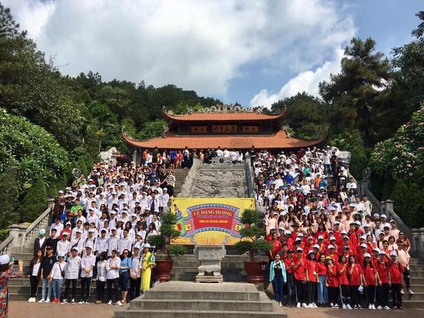 Giáo viên trường nhà người ta: Tổ chức cho toàn bộ học sinh khối 12 lên chùa cầu nguyện trước khi thi THPT Quốc gia - Ảnh 5.