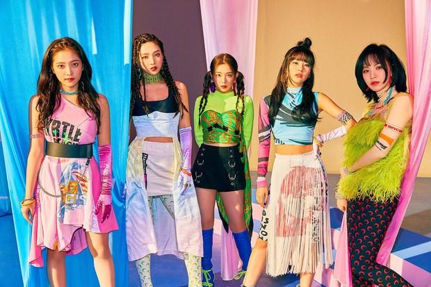 Chưa đầy 24 giờ trở lại, Red Velvet lại tung thính: Nhạc xập xình hơn BLACKPINK nhưng có dễ thành hit? - Ảnh 2.